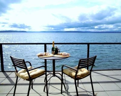 Large Waterfront Unit With Sweeping Views and Private Beach 30 Night Stays - Alki