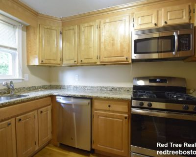Dedham Townhome For Rent! 2 Bed, 1.5 Bath. Cent...