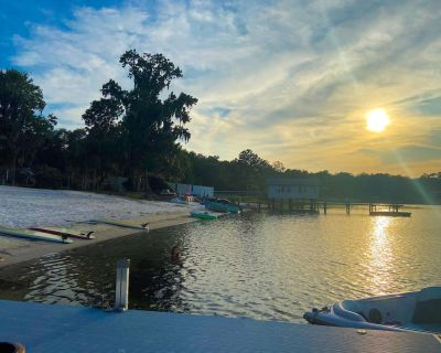Multi-family getaway on private clear water lake! - Hawthorne