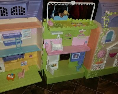 Learning Curve Caring Corners Mrs. Goodbee Interactive Talking Loving Doll House