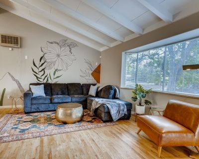 *NEW* Close to Denver & Golden Perfect for Groups! - Arvada Plaza Area