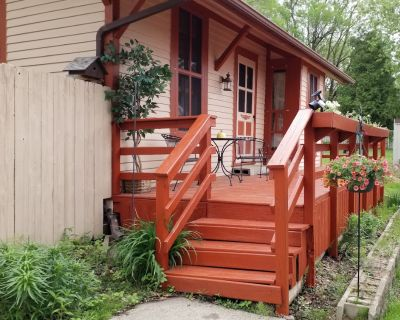 Original Train Depot 1898, stay in this unique tiny house - Winona County