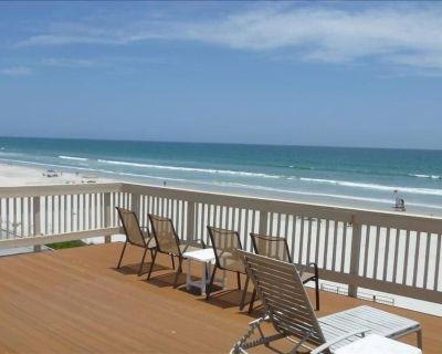 Breathtaking Views Await You at This 3 Bedroom Oceanfront Home - Wilbur-By-The-Sea
