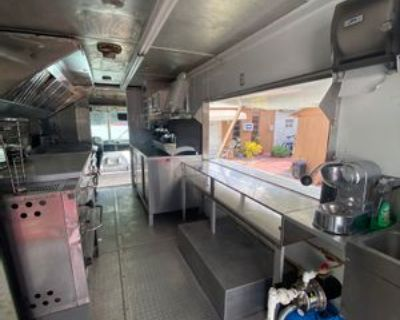 24' Food Truck 2002 - Chevy / Food Truck / 2002