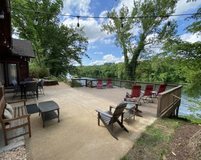 50 Steps to World Class Trout Fishing. Lakefront Home with Private Dock - Hollister