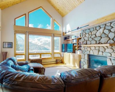 Large mountainside cabin w/private deck, mountain views & gas grill - Summit County
