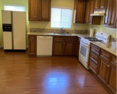 Large 3bed 2bath house private yard and garage