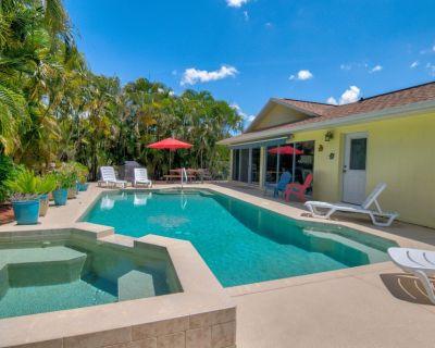 Heated Pool & Spa Home on a Scenic, Gulf Access Canal -Close to Bonita Beach! - Bonita Springs