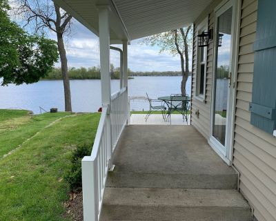 Newly Appointed, Comfortable Cottage ON THE LAKE with Awesome Views - Sleeps 10 - North Webster