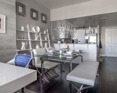 **Beautiful Furnished Condo in the heart of Downtown LV for 31 days or more *** - Downtown Las Vegas