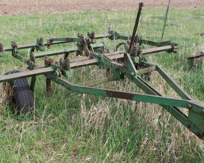 John Deere 8ft Chisel Plow