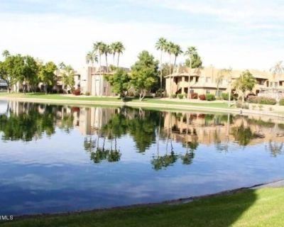 Serene, lake view 2 bedroom condo...private oasis in the desert! - Chandler