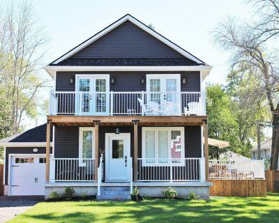 Crystal Clear Cottage - A True Gem! - Sleeps 9, Air Conditioning, Hot Tub - Crystal Beach