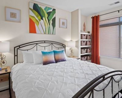 Work Here King Bed Mins to Capitol Hill - Northeast