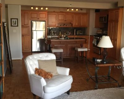 Private room with shared bathroom - Atlanta , GA 30308