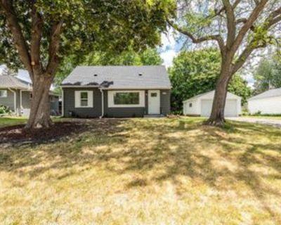 2578 Wheeler St N, Roseville, MN 55113 4 Bedroom Apartment