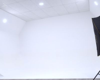 Residential Photo/Video studio with green screen and infinity wall, Silver Spring, MD