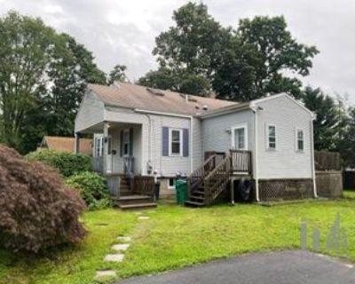 70 4th Ave, Warwick, RI 02888 3 Bedroom House