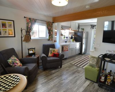 Charming garden Hideaway apartment in Belmont Heights. Abundant outdoor seating. - Belmont Heights