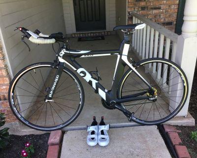 Quintanaroo carbon fiber road bike with shoes