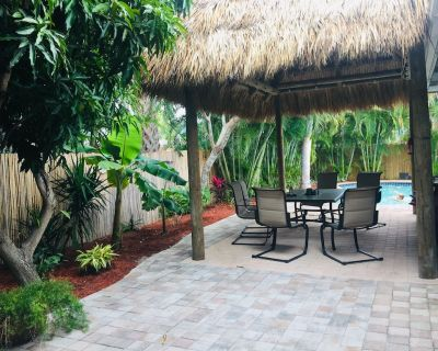 Summer family fun in heated pool and tiki hut - Imperial Point