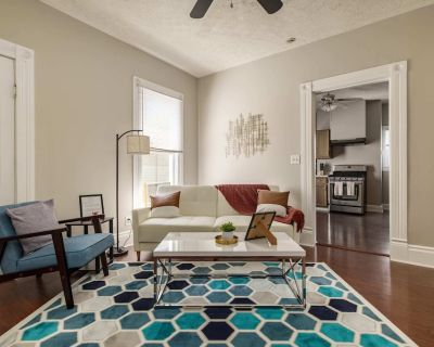 Stylish Restored 2BR House on Frankfort Ave | by CozySuites - Clifton