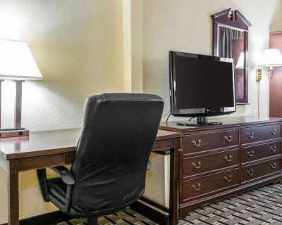Clarion Inn & Suites Northwest - Pike
