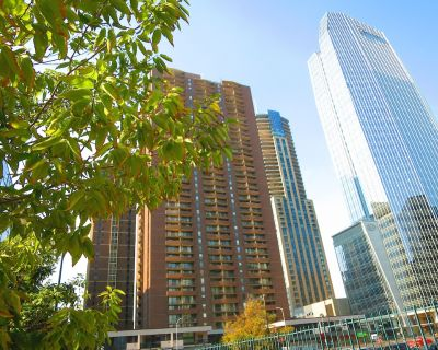 MILE HIGH SUITE WITH A BREATHTAKING VIEW IN THE HEART OF DENVER! - Downtown Denver