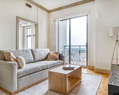 Luxe Cherry Creek 1BR w/ Gym & Pool near Creekside Park, by Blueground - Glendale