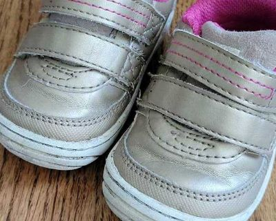 GUC stride rite toddler girl shoes 4.5