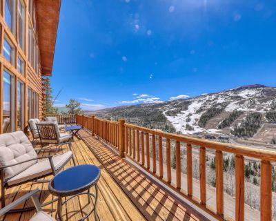 Three-Story Log Cabin w/Wraparound Deck, Free WiFi, Fireplace, Loft w/Pool Table - Brian Head