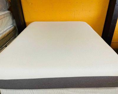 Queen size mattress memory foam