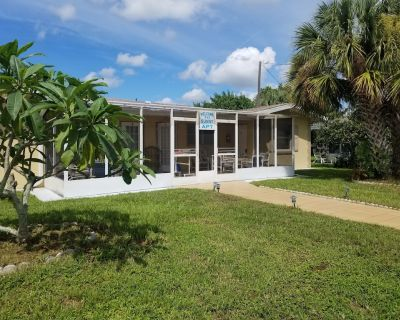 Sunny Apartments a block from Warm Mineral Springs. Unit 3 - Warm Mineral Springs
