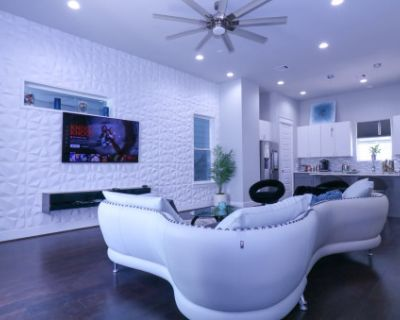 Luxurious 4 Story Rooftop Townhouse-med Center/NRG, Houston, TX