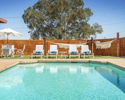 Peaceful Retreat w/ Chef's Kitchen*Pool*Fire Pit *Hot Tub - Twentynine Palms