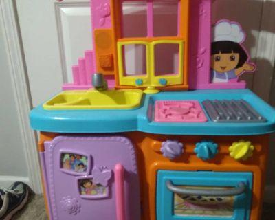 Dora talking kitchen toy