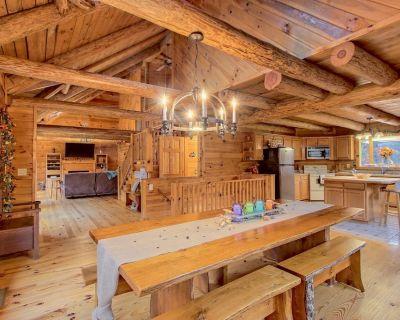 5 BR Dahlonega Luxury cabin w/BRAND NEW HOT TUB, GRILL, GAME ROOM, WIFI, DIRECTV - Dahlonega