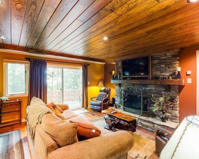 New listing! Inviting mountain oasis near slopes w/ wraparound deck - dogs OK! - Sugar Mountain