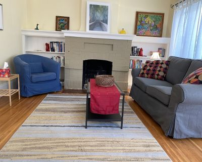 Sunny and lush. 2-BR, 1-BA duplex Close to BART, restaurants, Cal campus - Westbrae