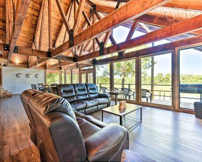 New Riverfront Cedar Cabin- Private Beach & Dock! - Houston