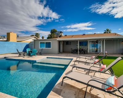 JUST STAY at BLUE SKIES AT SUNRISE - POOL, SPA, PUTT PUTT & FIRE PIT - Papago Parkway