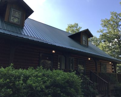 Rustic Luxury at its finest- Individual Rooms, Suites, & Cabins or book it all! - Dahlonega