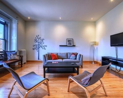 #104 Georgious, Spacious Apt, with Balcony in Plateau Mont-Royal - Plateau Mont Royal
