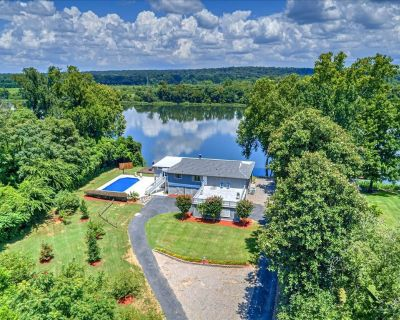 SECLUDED WATERFRONT HOME w/ POOL, DOCK, KAYAK, TEE-OFF OVER RIVER. - Augusta
