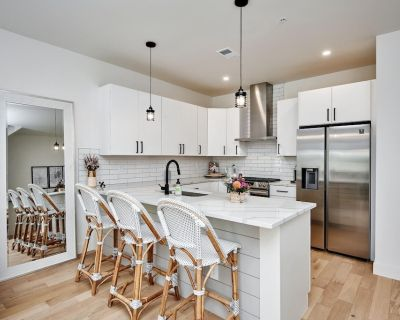*NEW* Luxury Townhome~ Private Rooftop and Peloton - University Hills
