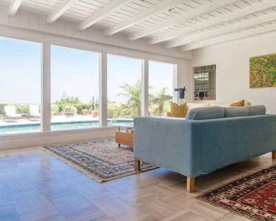 LUXURIOUS- LOS ANGELES- SINGLE STORY- HOME-PANORAMIC VIEW-POOL-SPA - Sherman Oaks
