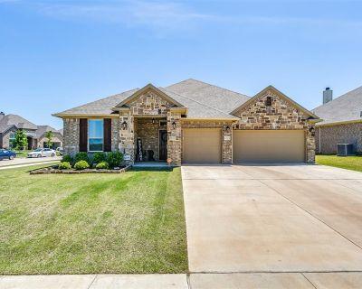 1701 Stillwater Dr, Burleson, TX 76028