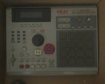 Classic Akai MPC 2000 XL