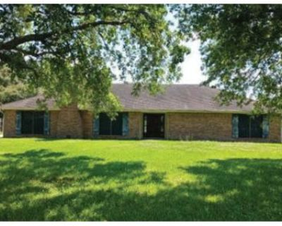 Foreclosure Property in New Iberia, LA 70563 - Willow Wood Dr