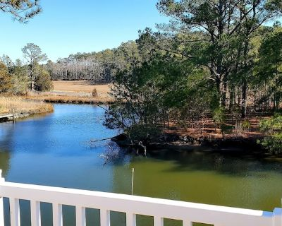 LINENS & ACTIVITIES INCLUDED*! ? Canal Front, Hot Tub, Private Dock, Updated property-VACATIONER'S PARADISE! - Bay Vista
